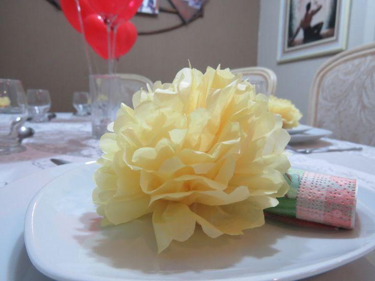 enfeite de guardanapo. Flor de papel de seda