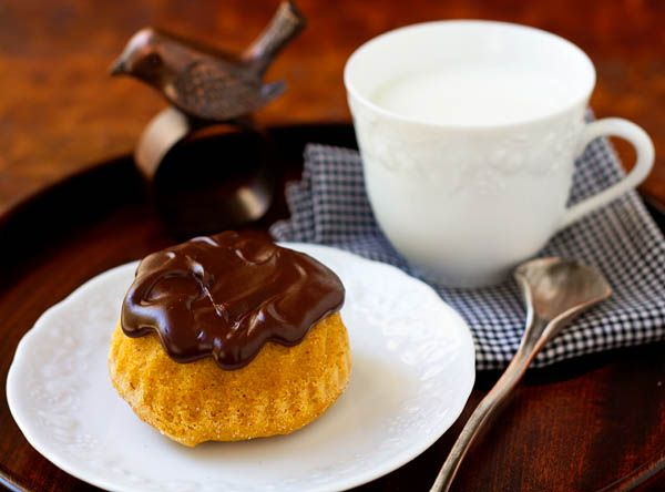 Wolfing Down Pumpkin Spice Cakelettes with Chocolate Glaze www ...