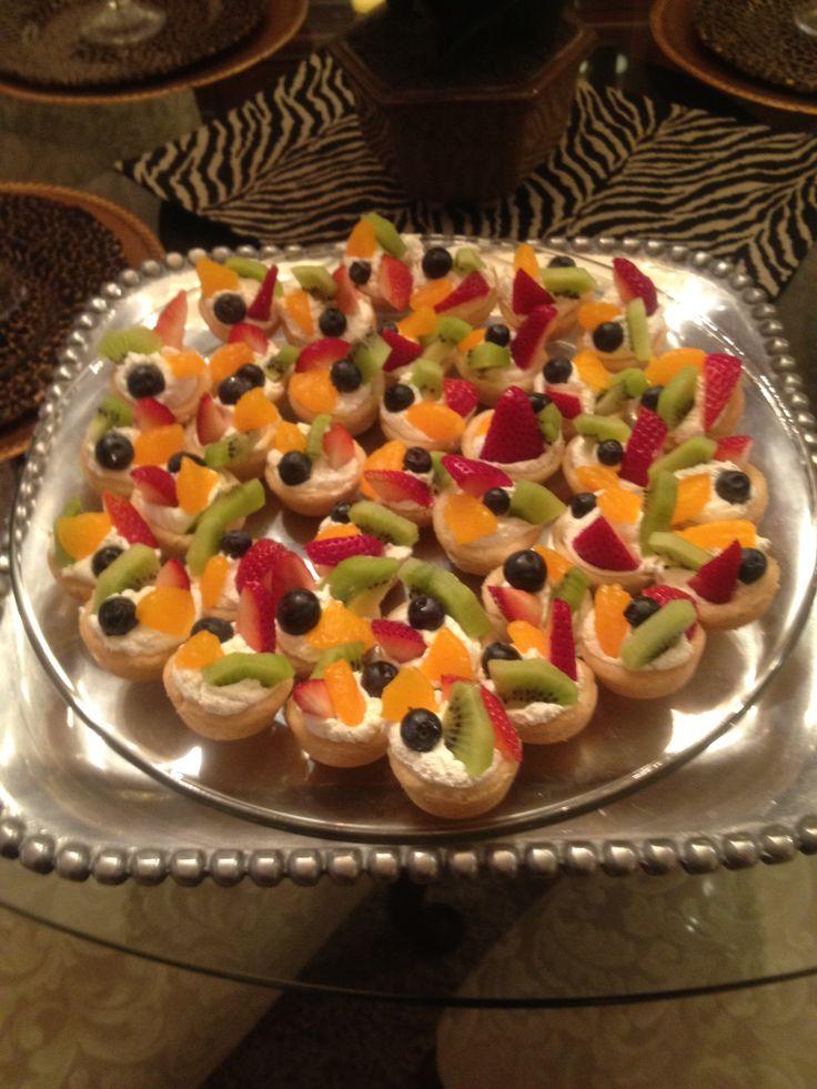 Mini fruit pizza | Party Ideas | Pinterest