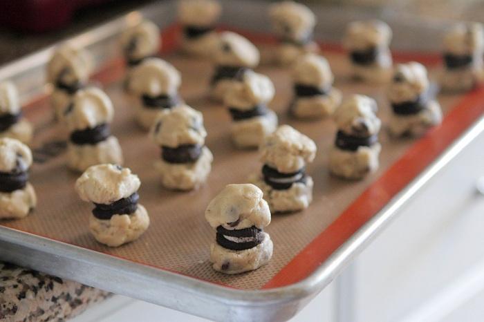 Itty Bitty Oreo Stuffed Chocolate Chip Cookies 075