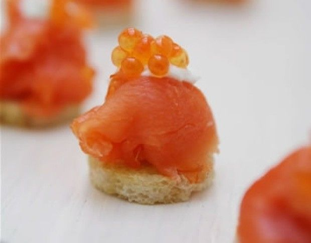 Smoked salmon canapes appetizers canapes amuse bouche for Smoked salmon canape