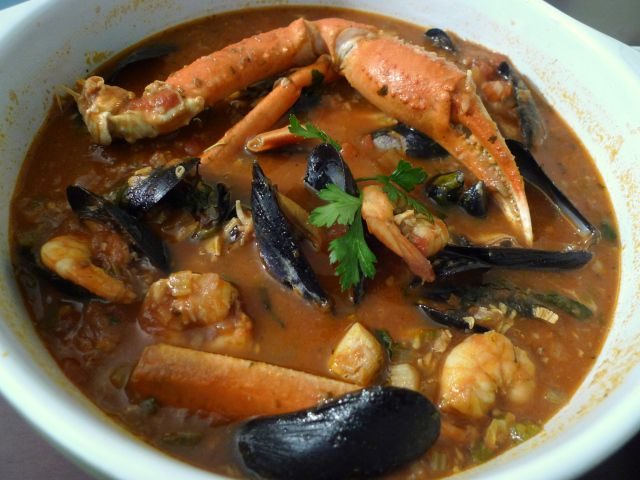 seafood stew | good Italian seafood stew balances broth, fish, and ...