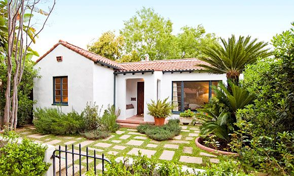 Front yard courtyards landscapes pinterest for Front yard courtyard