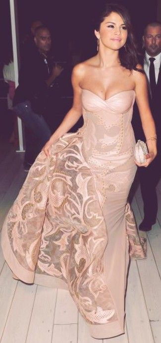 Selena Gomez Pretty Look in That Dress