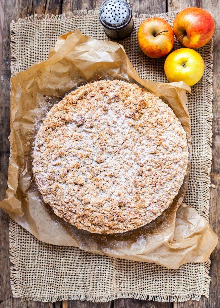 New Year Cheesecake with apples, toffie and almond crumble