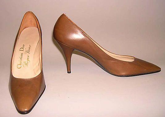 Обувь (Насосы) Дом Диора (французский, основан в 1947 году) Дизайнер: Роже Вивье (французский, 1913-1998) Дата: 1950-е Культура: Французский Средний: кожа