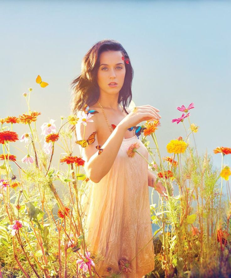Some people say she doesn't have the perfect form, but I think she is beautiful, slim, AND a good singer who is just like all the other people.... One of my favees.. #katycat