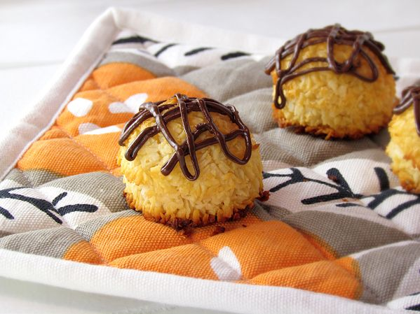 Primal Coconut Macaroons | Paleo Cookie Recipes | Pinterest