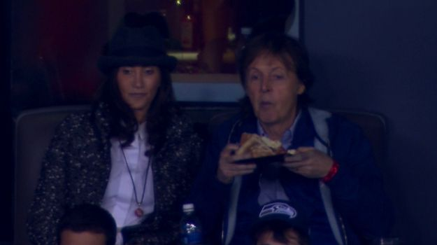 ... Paul McCartney Eating Pizza At The Super Bowl, Looking Bored As Heck