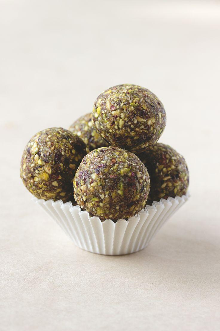 Pistachio Bonbons | cake/cookie balls/pops | Pinterest