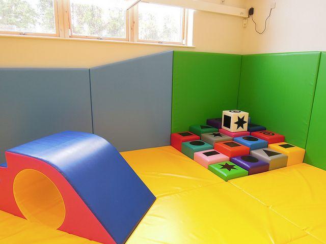 pin by evelyne collin levesque on salle de jeu pinterest. Black Bedroom Furniture Sets. Home Design Ideas