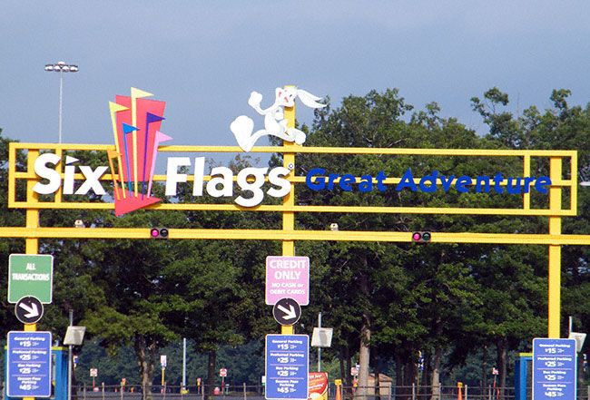six flags great adventure attendance by day