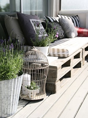 Pallet sofa outdoors... Very little work involved in this DIY project.