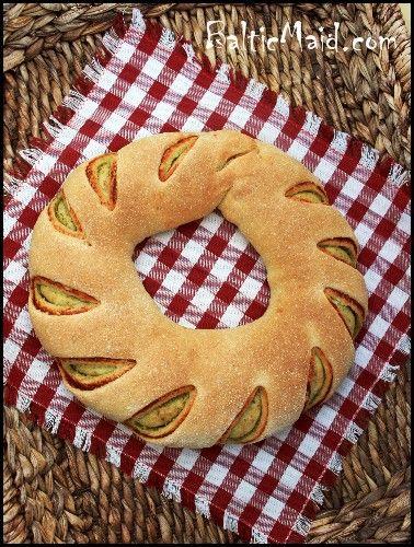 Tomato-Pesto Swirl Bread | Savory | Pinterest