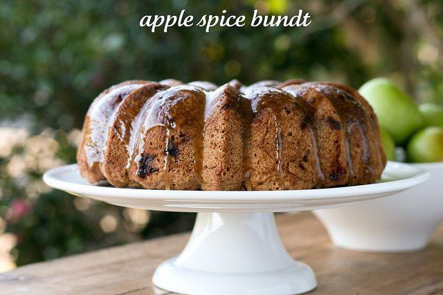 apple spice bundt - http://foodlibrarian.blogspot.com/2011/10/apple ...