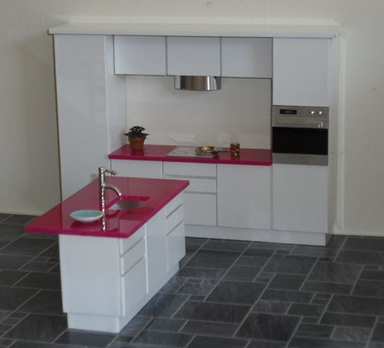 ... underslung sink in the island, which also has a breakfast bar extesion