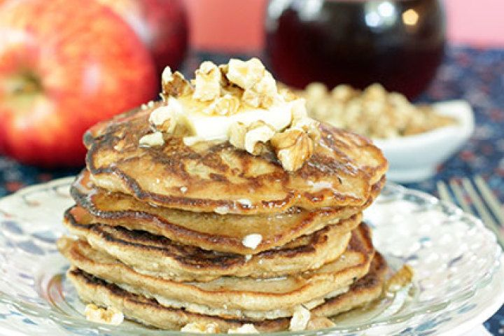 Cinnamon Apple Walnut Pancakes - it's like fall on a plate! @Reeni ...