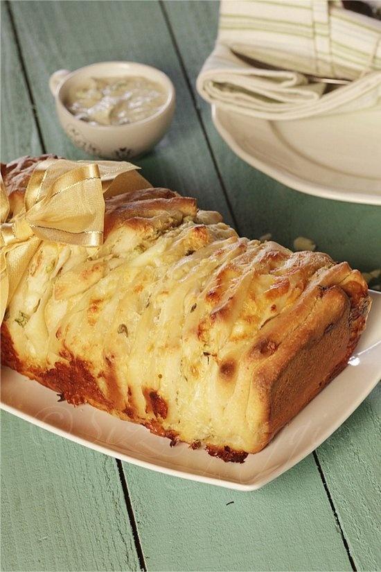 Artichoke & Gruyere Pull apart bread | breads and muffins | Pinterest