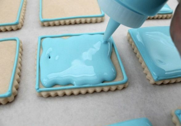 """Learn the amazing and essential """"Pipe and flood"""" technique. It's the best way to decorate cookies."""