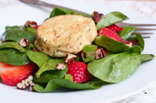 spinach strawberry salad with baked goat cheese by kokocooks, via ...