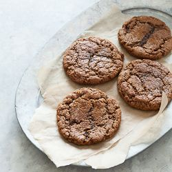 These ginger molasses crinkle cookies are gluten-free and paleo ...