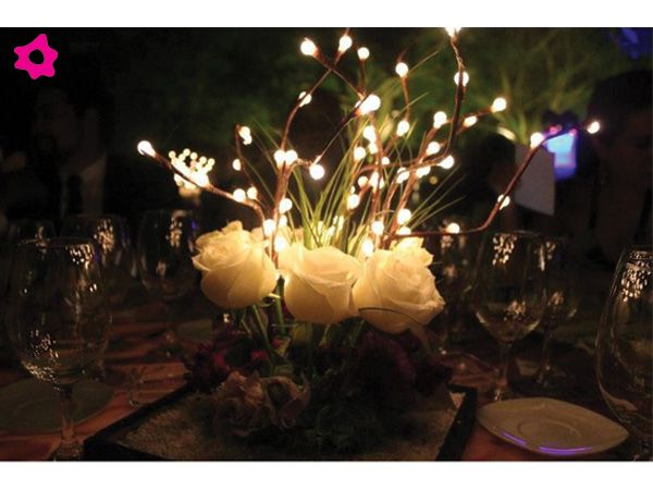 Centros de mesa para boda con focos y flores