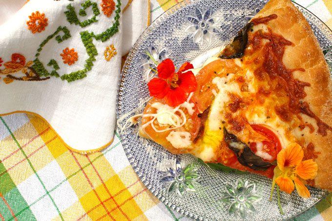Squash Blossom Pizza | Le Blog (jjbegonia.com) | Pinterest