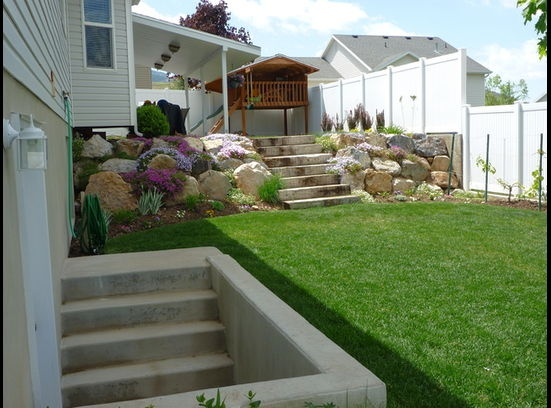 Two Tiered Backyard : Like the two tiered yard  Landscape  Pinterest