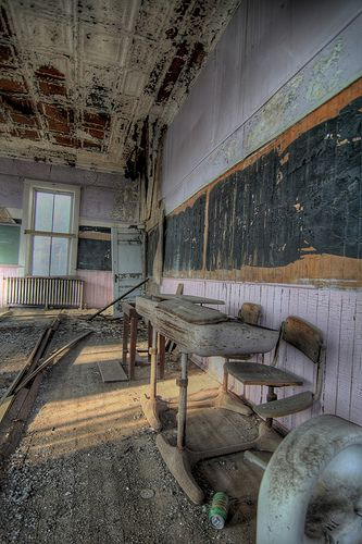 Old school house abandoned pinterest - The house in the abandoned school ...