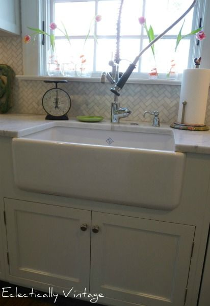 DIY  Farmhouse Kitchen Updates ! Love that farmhouse sink !