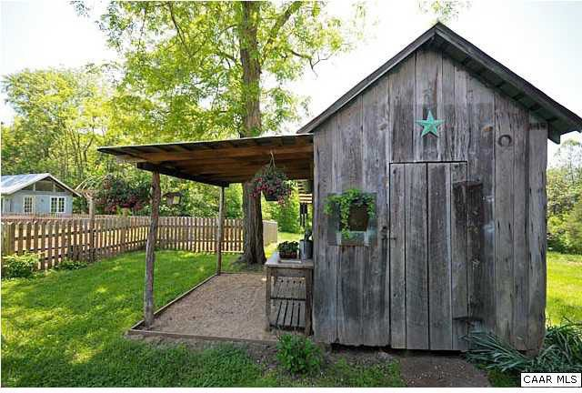 Rustic Design garden shed FarmRanch Life Pinterest