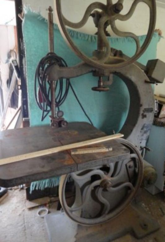 ... Vintage Swedish bandsaw for sale that I could have use for.. Want it
