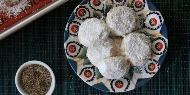 Anise Shortbread Cookies (Mantecados de Ánis) | The Latin Kitchen