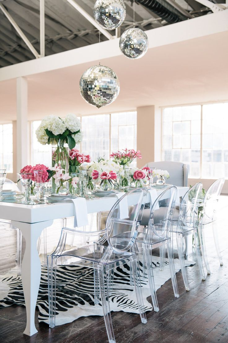 You heard it here first folks: Aaron Hartselle is an event styling genius. His ability to turn a mediocre space into one that is dripping in the prettiest of pretty that ever existed never fails to both shock and amaze me. Captured by Bess Friday, this gorgeous dinner party is one I am deeply saddened to…