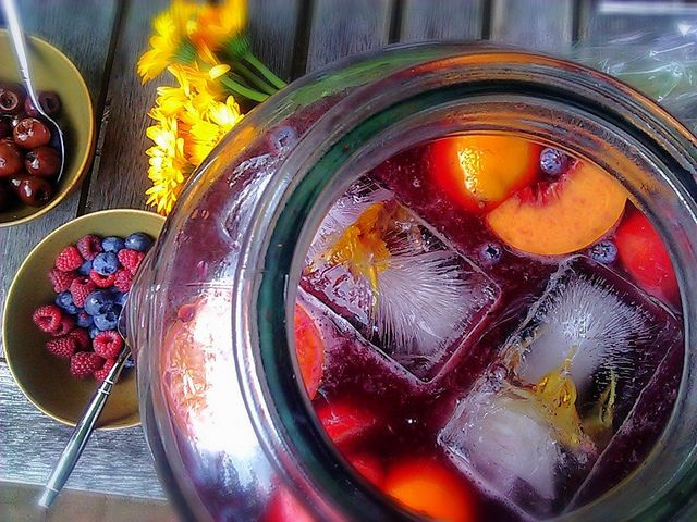 Summer Fruit Sangria recipe I This fruity sangria is perfect for any ...
