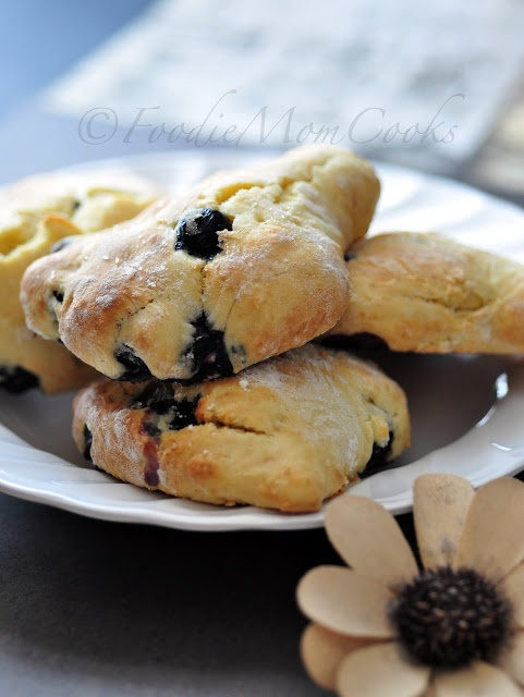 Foodie Mom Cooks: Low-fat Blueberry scones