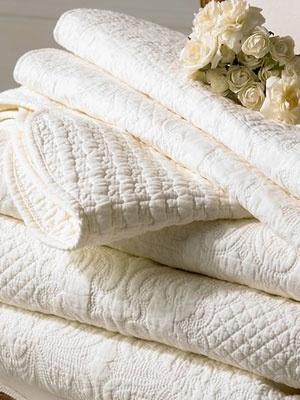 Cream bedspread, so elegant and nice.