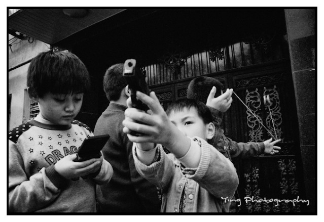 Shooting Street Photography In The East vs West: An Interview with Ying Tang From Shanghai/Cologne via Eric Kim Blog