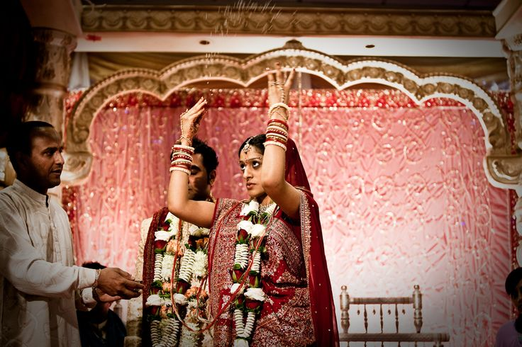 http://www.kevinmullinsphotography.co.uk/wp-content/uploads/2009/06/IndianWeddingPhotography-1-261.jpg
