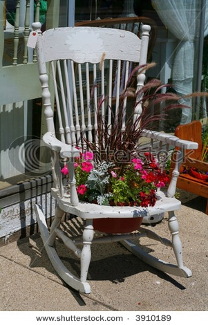 Finally an idea for that old rocking chair with no seat in the ...