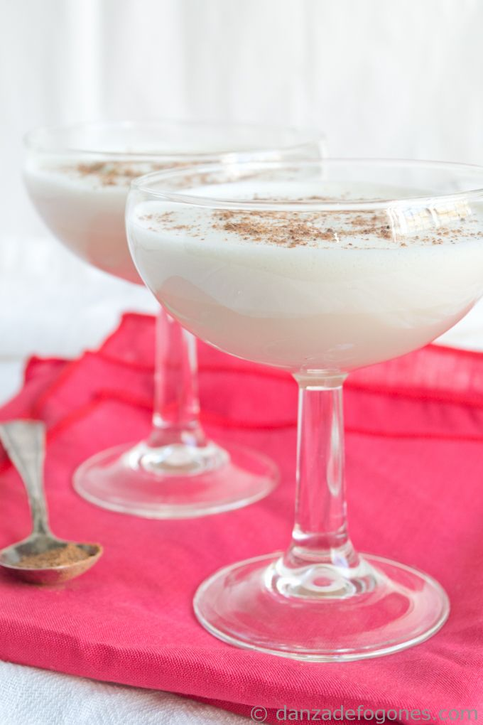 Classic Christmas Eggnog. Simple and delicious! #vegetarian #eggnog # ...