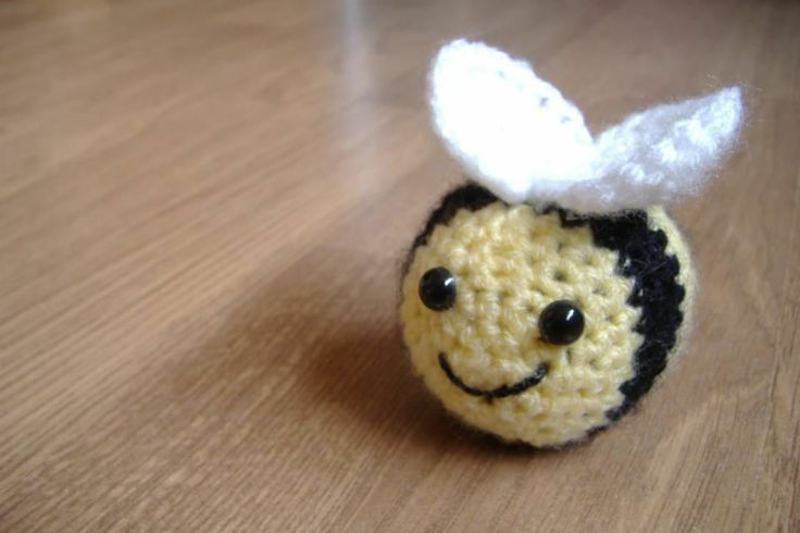 Amigurumi Pattern Bee : Amigurumi Bee Soft Toy Crochet Pattern