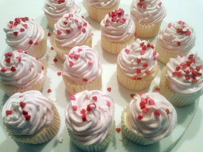Sweet Light Angel Food Cupcakes With Meringue Icing Recipes ...