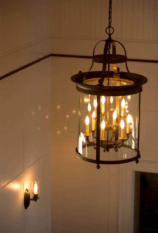 Light fixture - Home Bunch - says from Home Depot