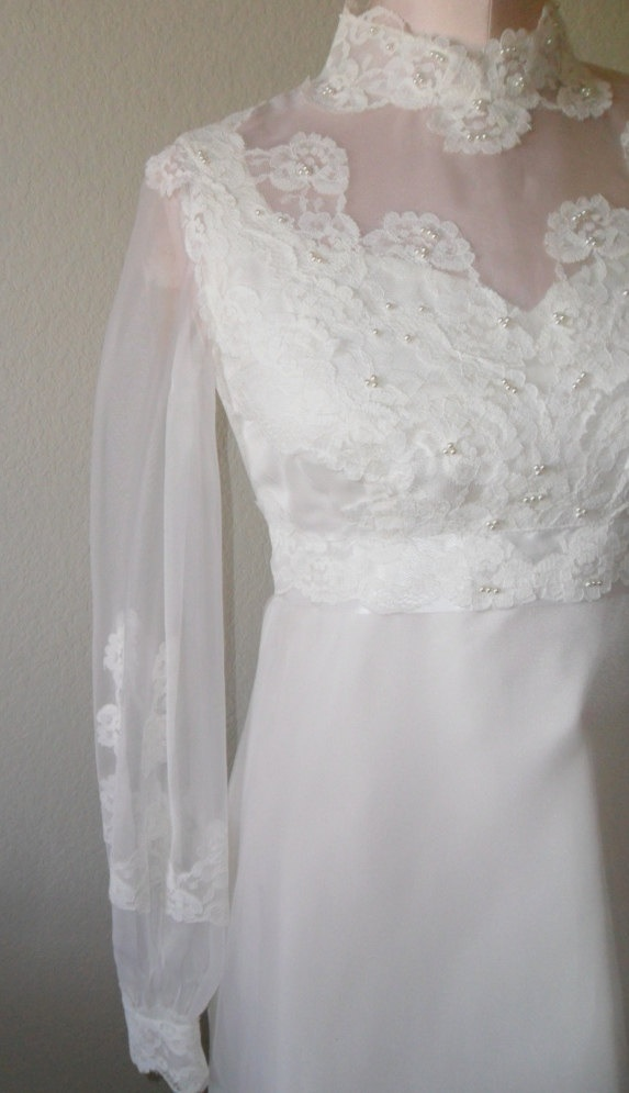 Vintage wedding dress and veil 1970 39 s victorian style for 1970s vintage wedding dresses