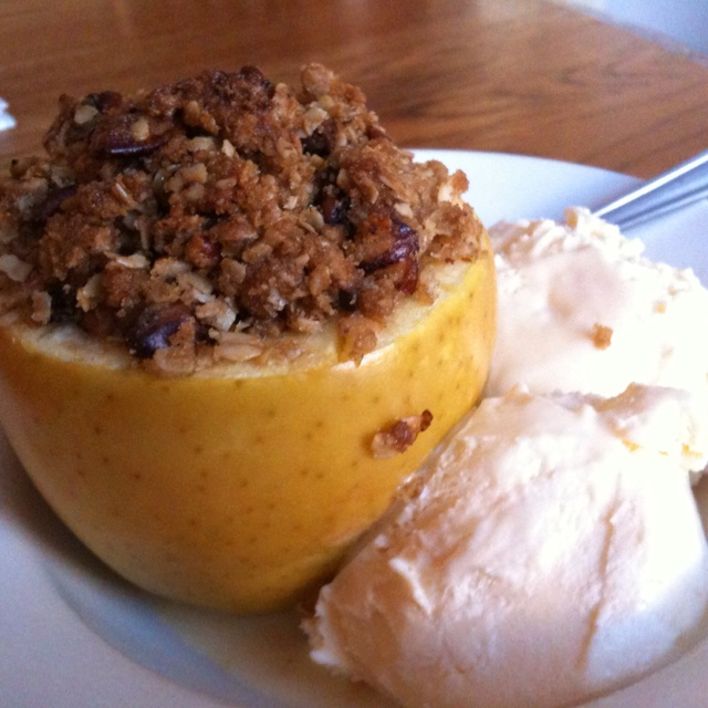 Apple stuffed with pecan oatmeal crumble | Food | Pinterest