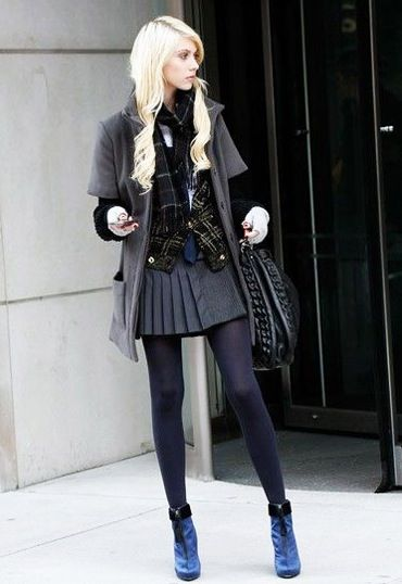Taylor Momsen on set as Jenny Humphrey - LOVE the outfit.