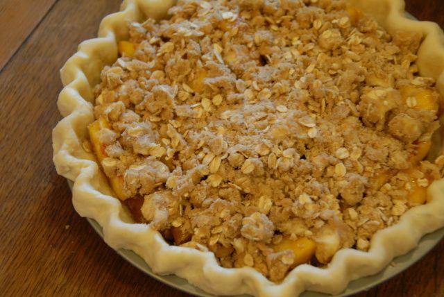 Peach Crumble Pie | food - desserts | Pinterest