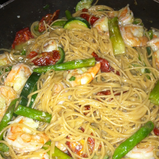 ... shrimp, asparagus, zucchini, and sun dried tomatoes in a very light