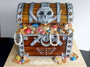How cool is this treasure trunk cake!!
